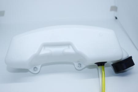 Бак топливный 2 отверстия под крепление, прямая боковая горловина по середине для мотокос